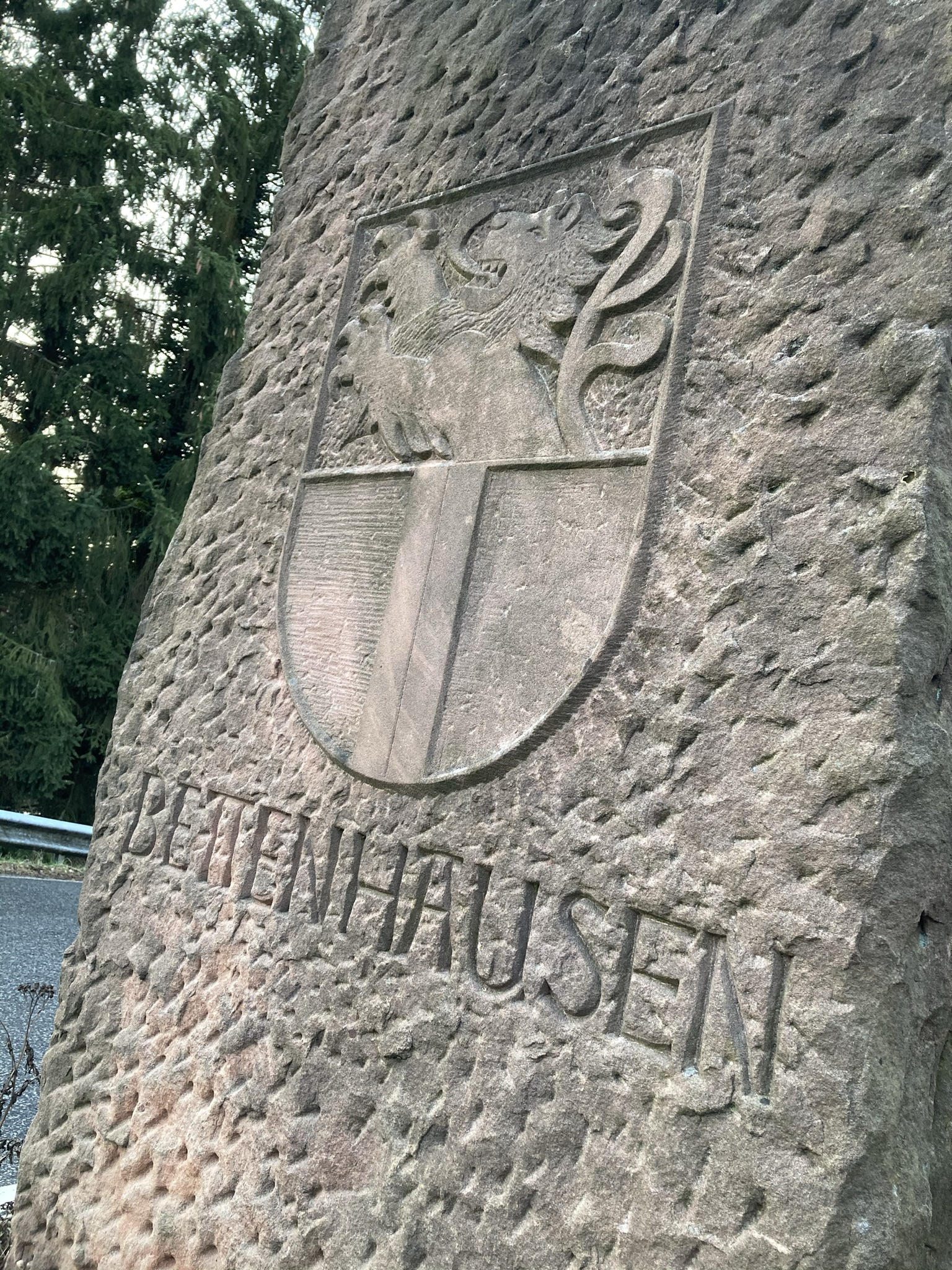 Stein am Ortseingang Bettenhausen
